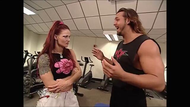 Lita backstage Kanyon (Raw 24.09.2001)